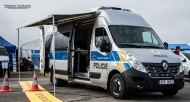9T5 0527 - Renault Master - Policie